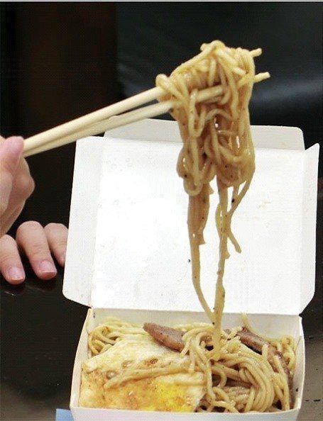 鐵板麵是許多人到早餐店必點的食物 圖片來源/聯合報系