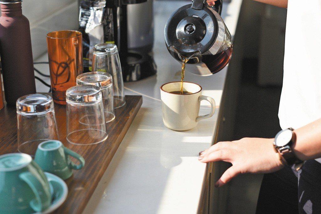 喝茶、咖啡會造成骨鬆嗎?圖/123RF