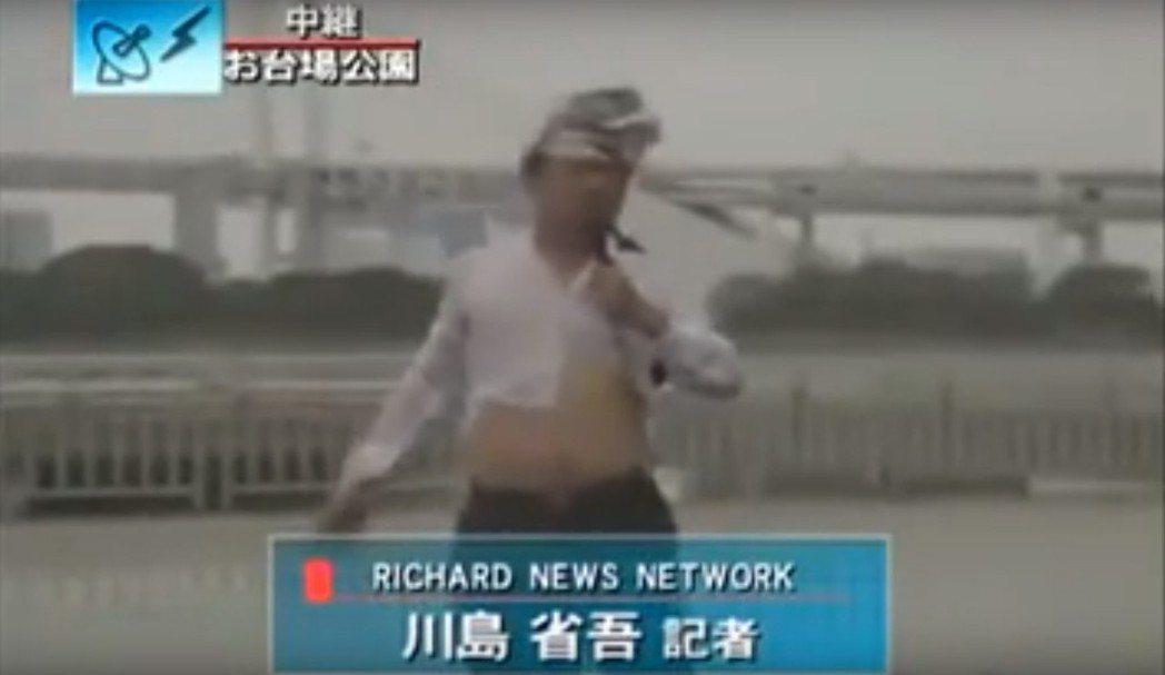 網路搞笑影片忠實呈現記者颱風連線報導慘況 圖片來源/Youtube