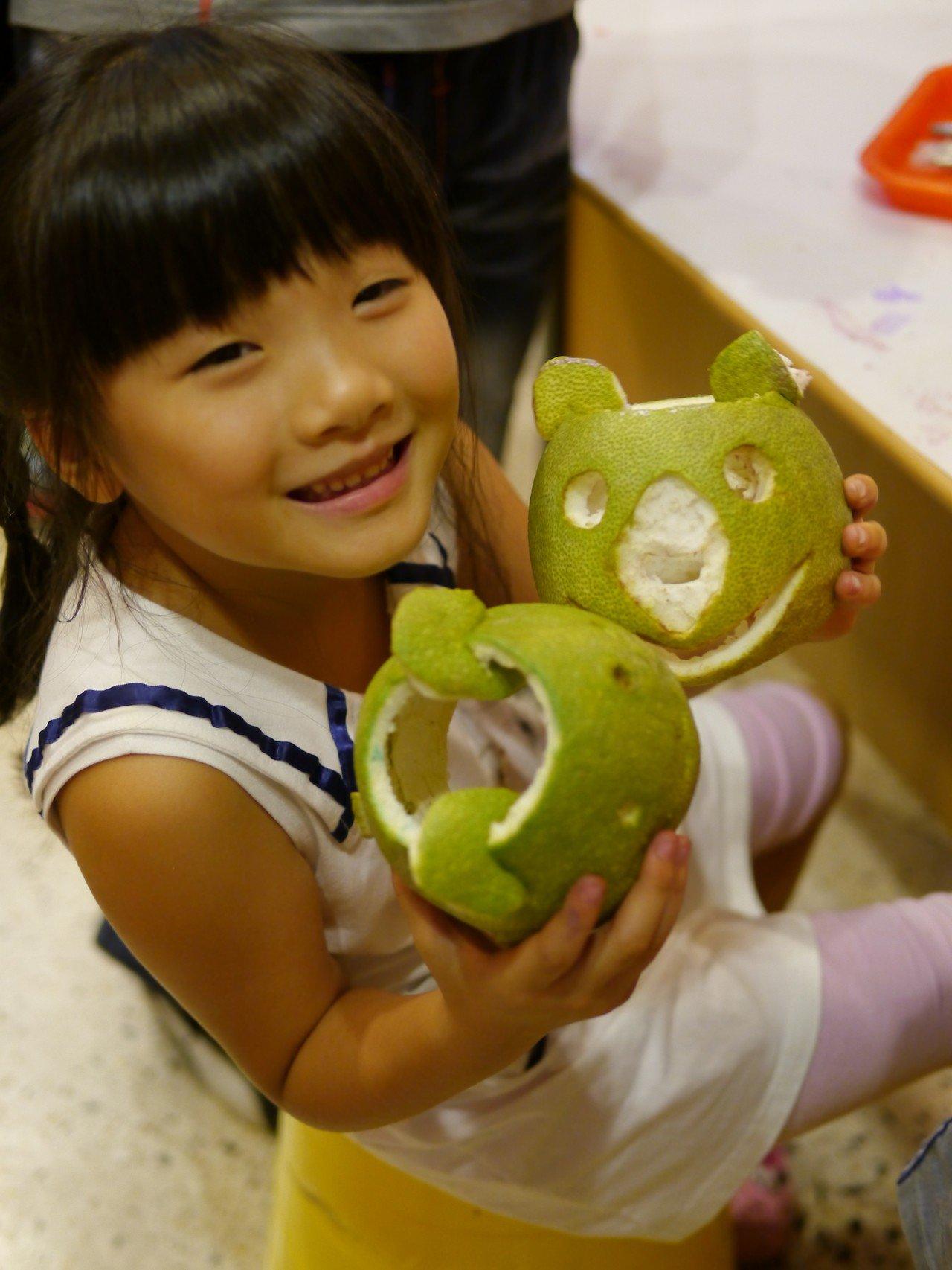 新北市文化各場館在中秋節推出各類藝文活動,十三行博物館中秋不免要有柚子,在9月2...