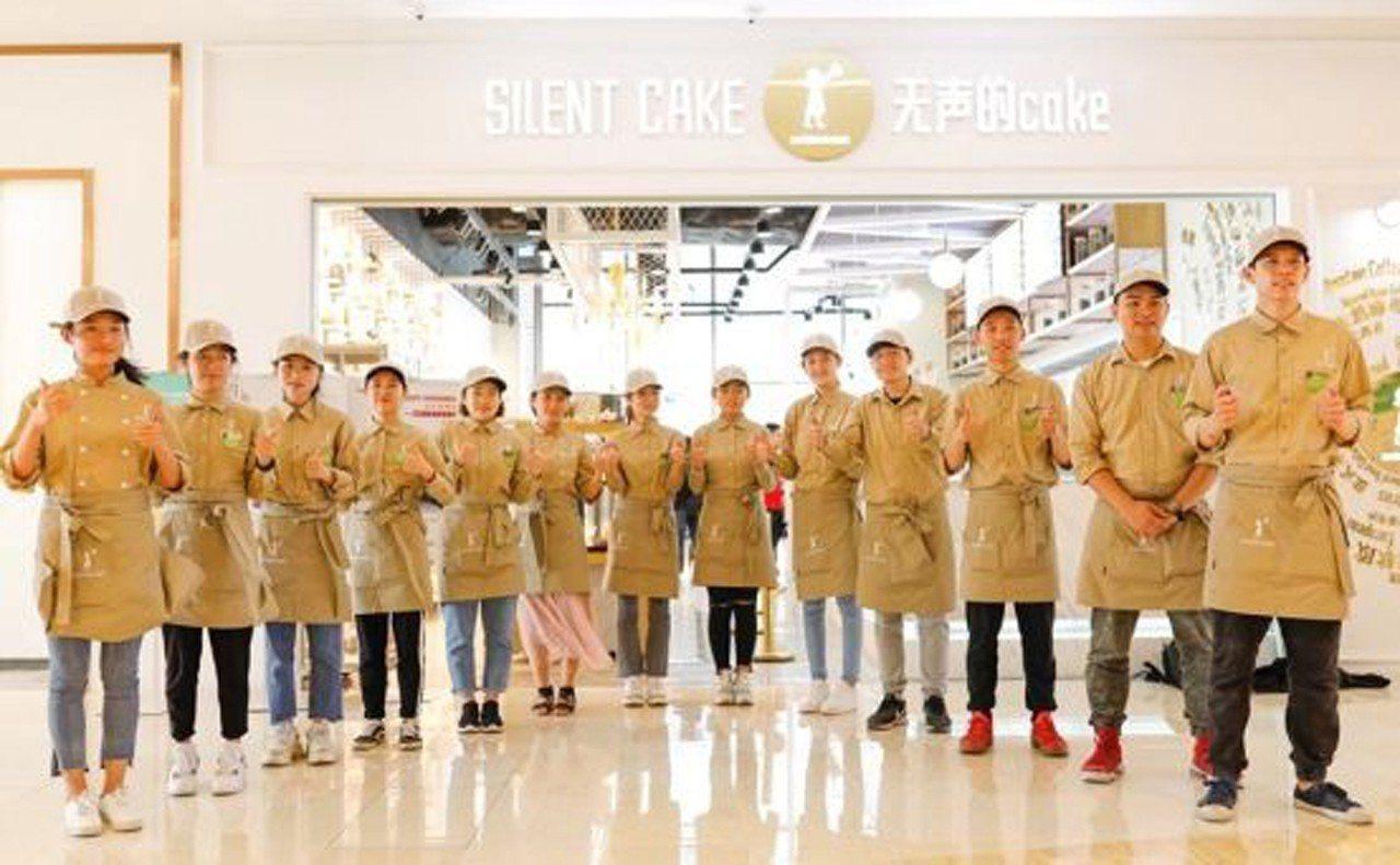「無聲的cake」員工雖然無法對上門的客人說聲「歡迎光臨」,卻能給出暖心的笑容。...