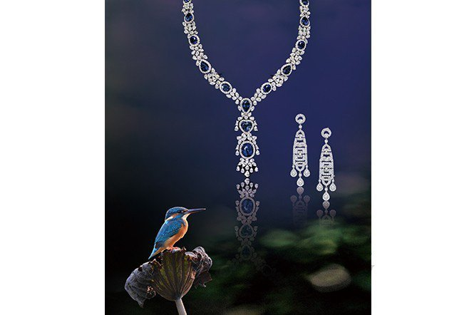 翠鳥是典型常見的一種水鳥。古人稱它翡翠鳥,珠寶中的點翠就是採取牠的羽毛製成/珠寶...