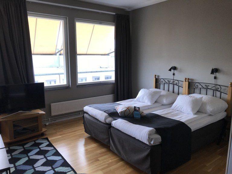 歐洲常見的兩張單人床合併的床鋪,軟硬度適中 圖文來自於:TripPlus