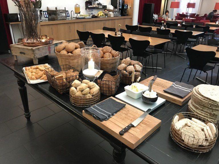 麵包區絕對是強項,在美國我絕對跳過,但是這裡的麵包,該鬆軟就鬆軟,該酥脆就酥脆,...
