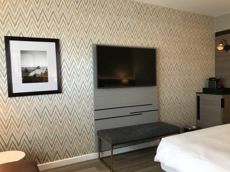 壁紙花樣的選擇,呼應Raddison Blu走沈穩帶有變化的房間風格 圖文來自於...