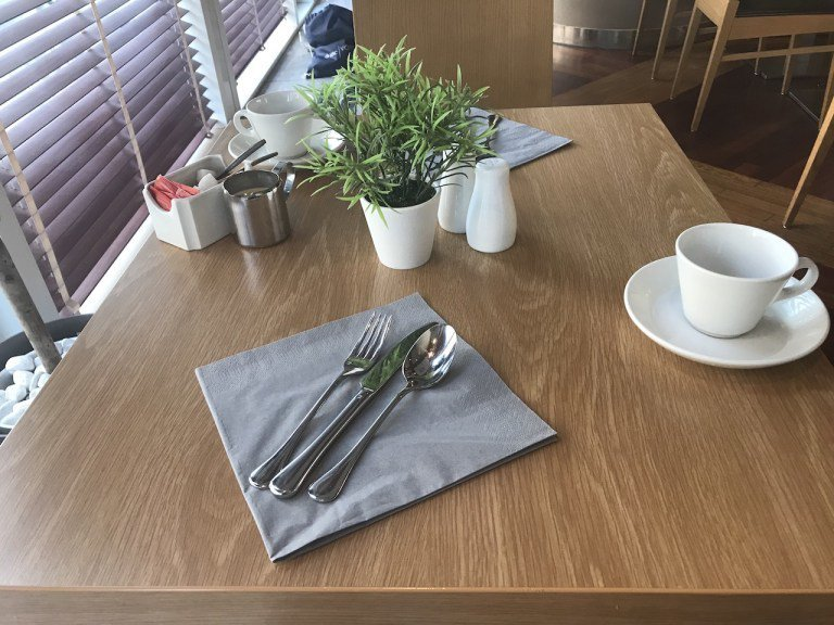 桌上的小盆栽,讓整個桌面有了生氣 圖文來自於:TripPlus