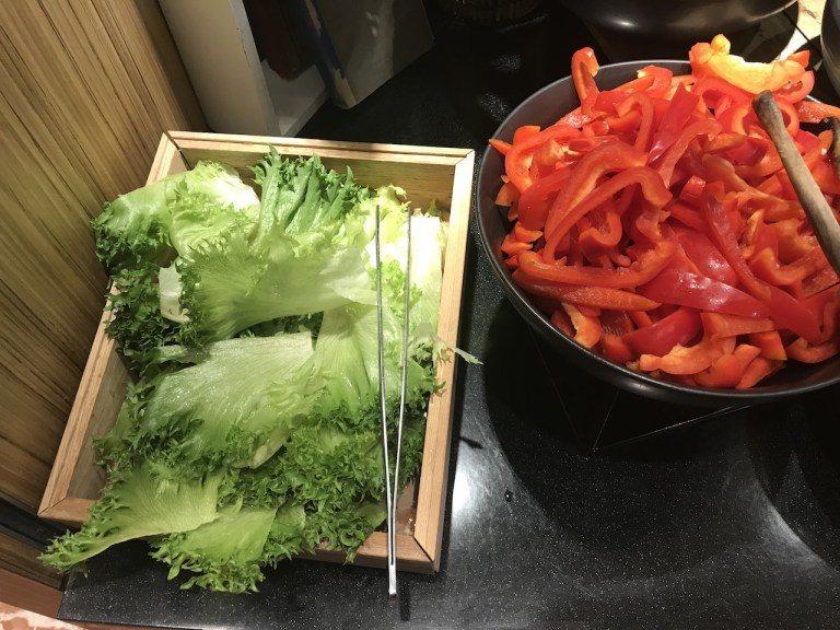 雖然是簡單的羅美生菜,但是青翠感真的很有現摘的感覺,非常新鮮 圖文來自於:Tri...