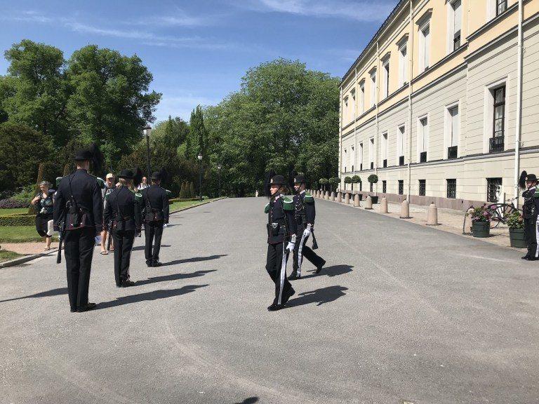 回到市區,最多人去的應該是奧斯陸王宮,而且跟倫敦白金漢宮不同,奧斯陸王宮比較親民...