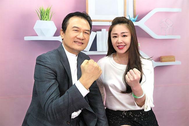 理財周刊發行人洪寶山(左)、李婉鈺(右)