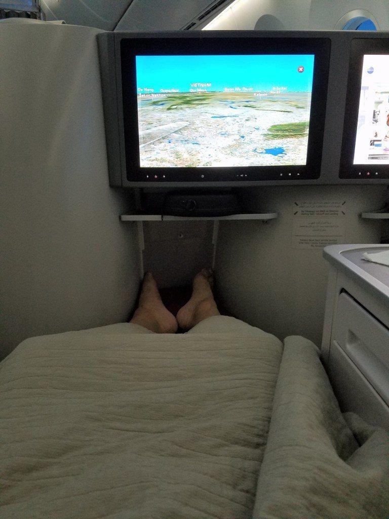 邊躺著邊看飛行地圖,也是一種趣味 圖文來自於:TripPlus