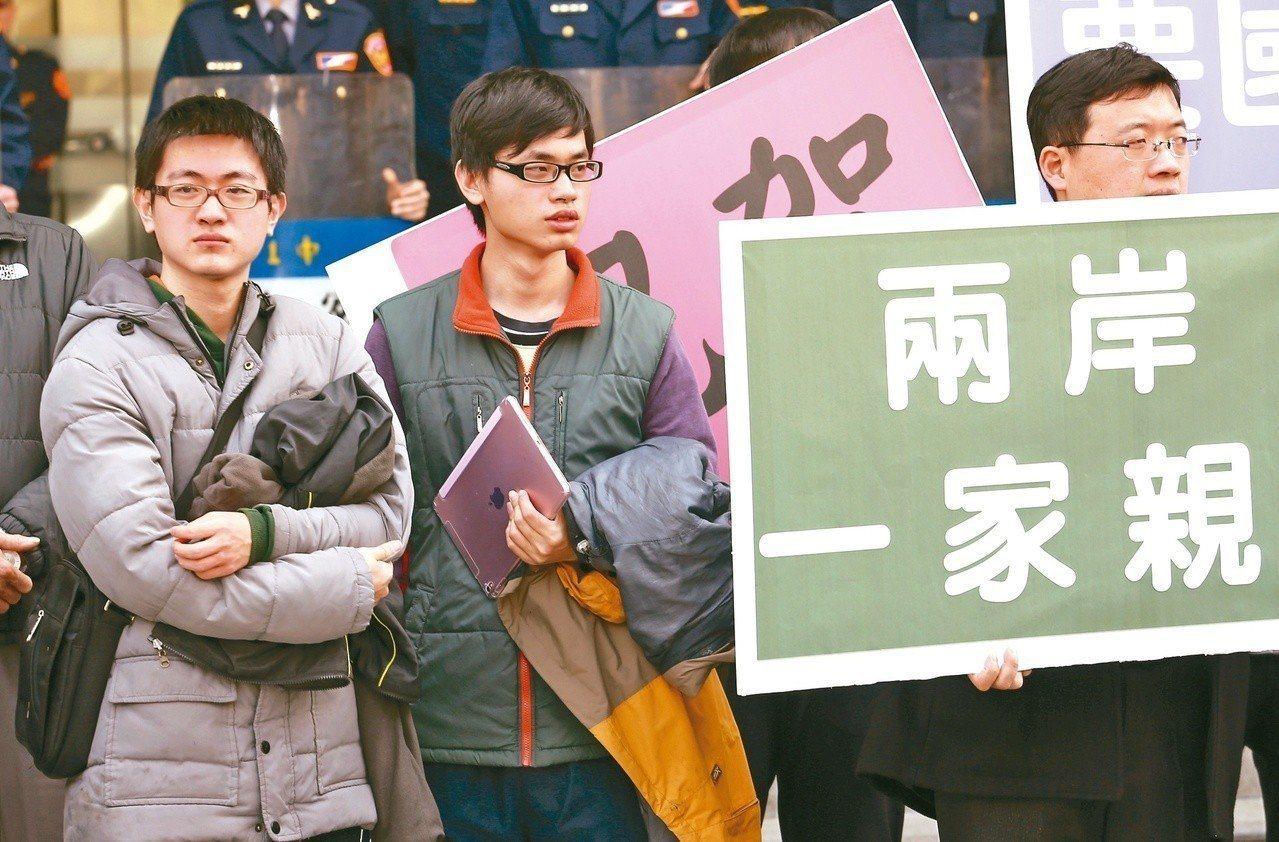 台灣標榜民主自由、言論多元開放,教育部卻要求學校邀請大陸學者與學生訪台,避免涉及...