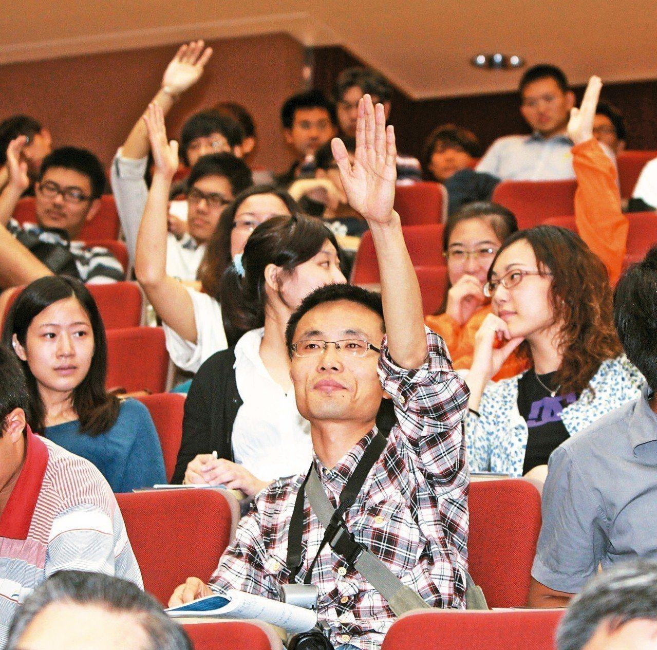 台灣標榜民主自由、言論多元開放,教育部卻要求各級學校邀大陸教育專業人士及學生來台...