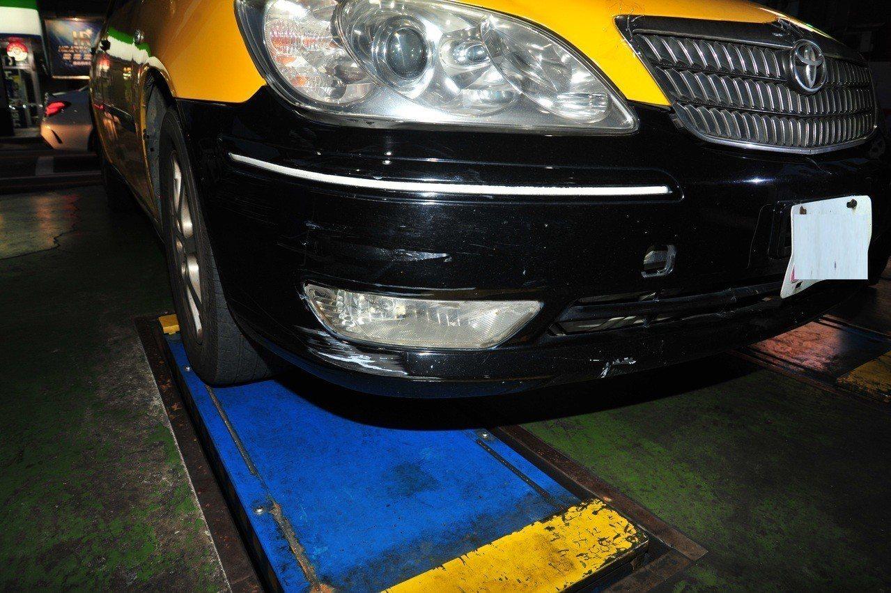 陳男肇事逃逸後把計程車停到收費停車場。圖/警方提供