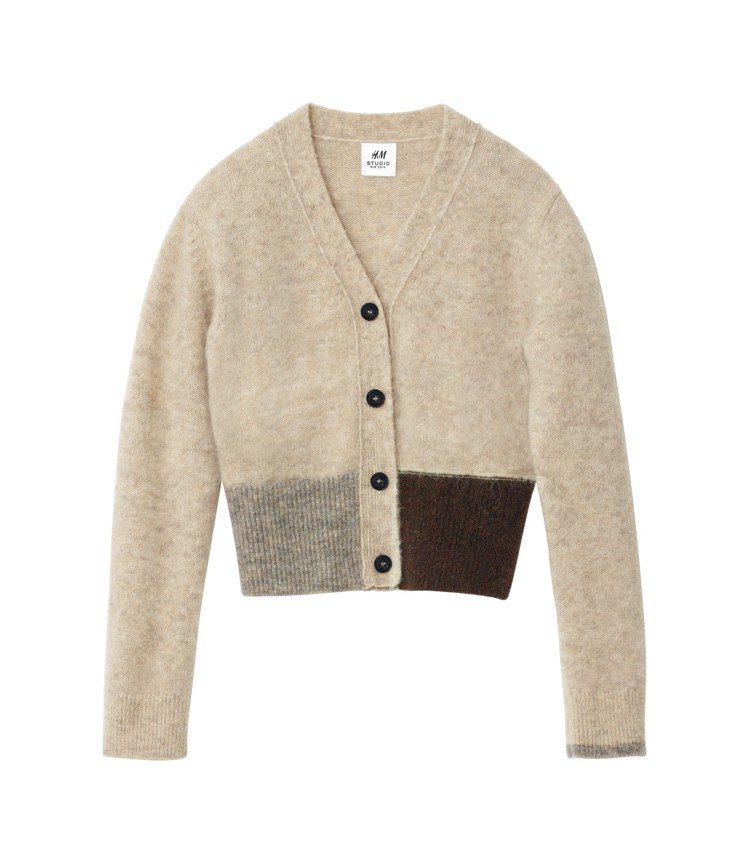 H&M Studio系列秋冬女裝不對稱設計開襟衫,1,499元。圖/H&M提供