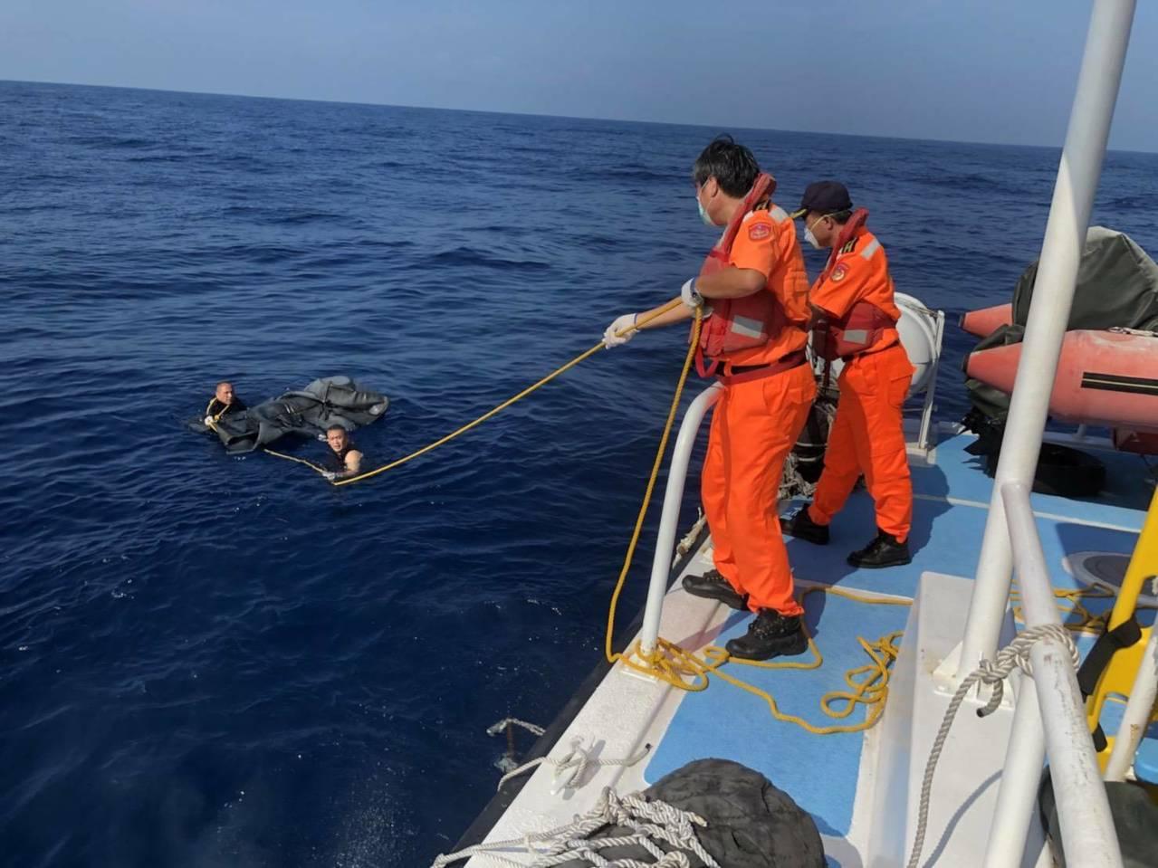 董姓船長遺體昨早於蘭陽溪外海75公里處被民眾發現。圖/蘇澳海巡隊