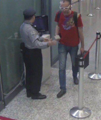 孫武生上月24日逃往菲律賓在機場的畫面。圖/刑事局提供
