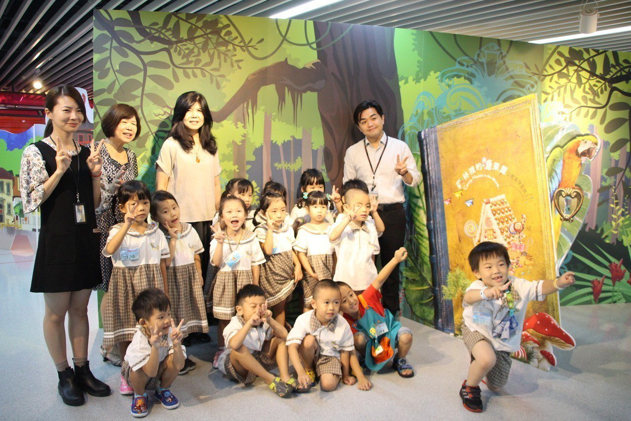 桃園市兒童美術館於107年9月4日至10月14日舉辦「森林裡的糖果屋」立體書探索...