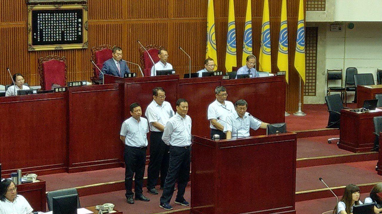 台北市長柯文哲下午在議會進行市政總質詢。記者楊正海/攝影