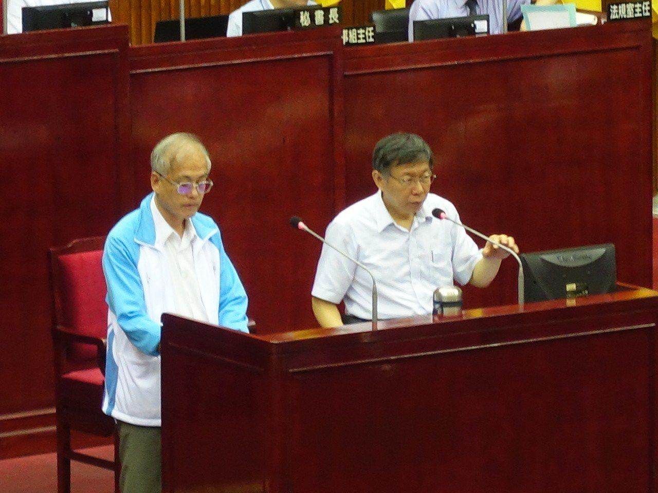 市議員鍾小平還問到,是否覺得作家吳祥輝是民進黨的打手?台北市長柯文哲則是笑說「繼...