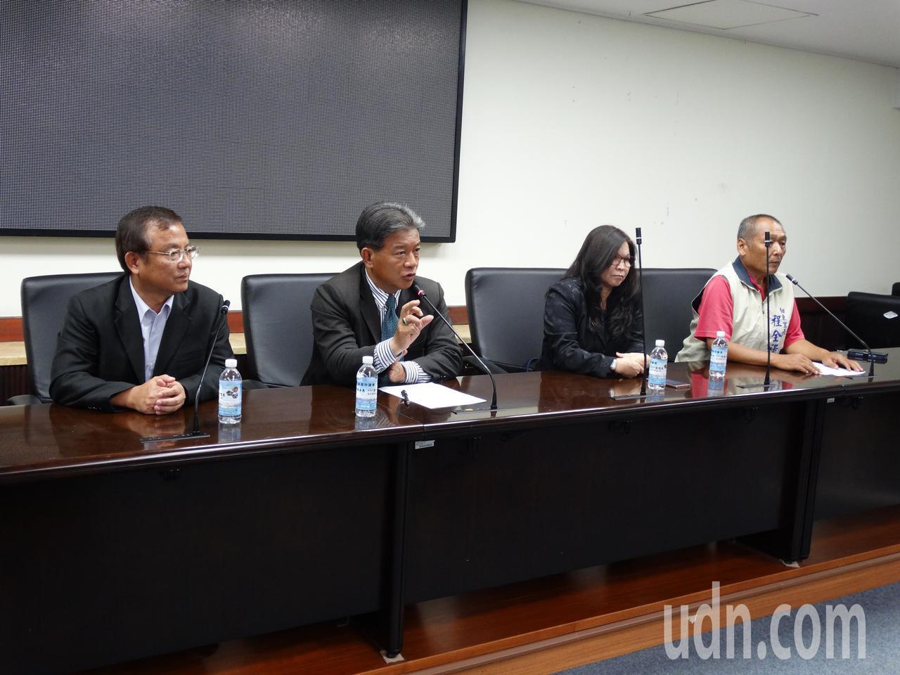 台南市副議長郭信良召開記者會,希望市府將淹水補助簡化為淹水與未淹水兩種認定標準。...