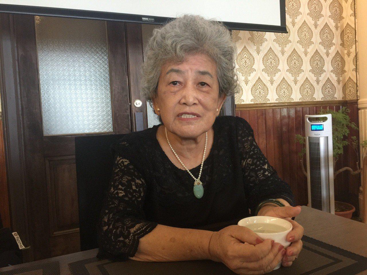 84歲的孫若瀓,擔任故宮博物館導覽志工逾20年,正打算在104高年級平台開課。記...