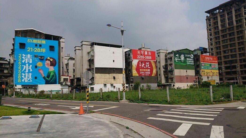 代表北台灣新建案市況的住展風向球,2018年8月分數為30.9分,較7月減少1....
