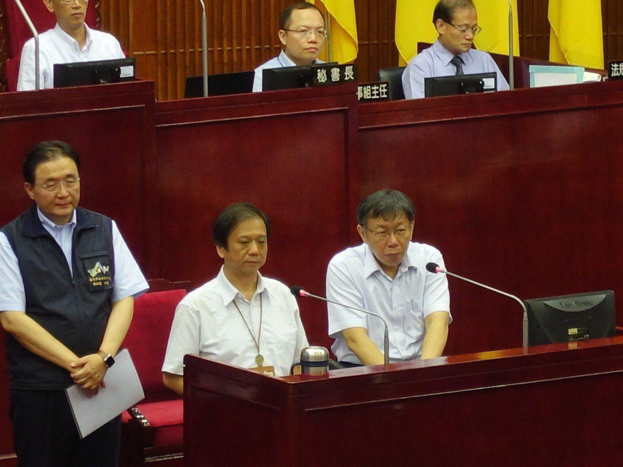 對於吳音寧明明就有出席相關會議,卻被市府說「從未出席」,被議員問到是否要道歉?柯...