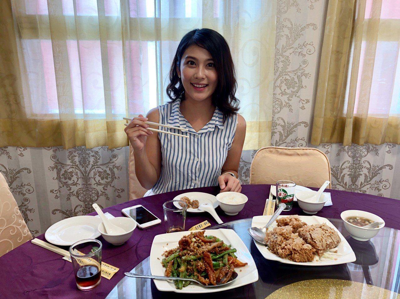 「超美人」主播卓君澤愛吃美食,這次帶讀者一探立法院「康園」,品嘗她的私藏菜單。記...