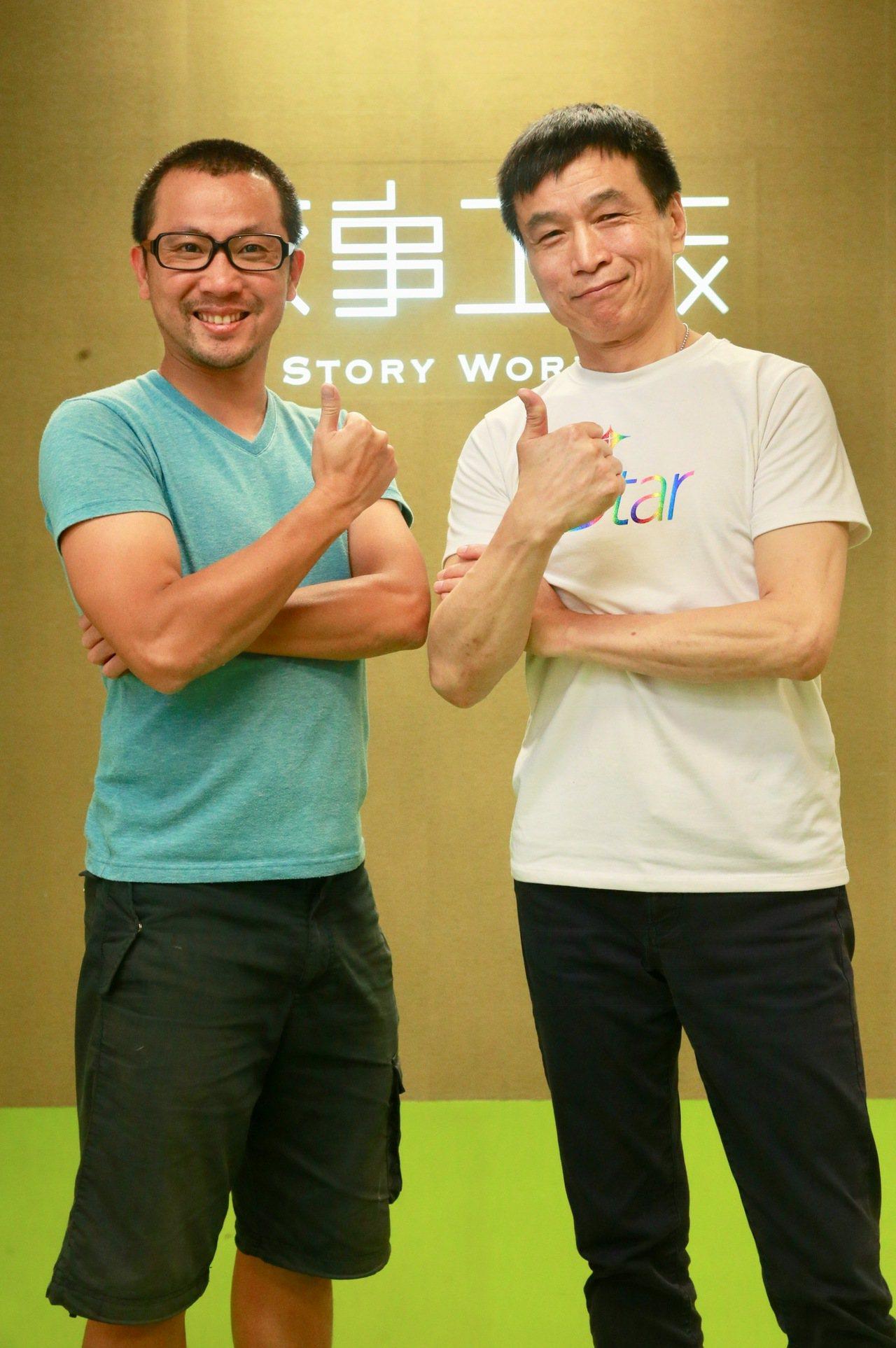 《小兒子》舞台劇9月7日起巡迴演出,演員李天柱(右)與編導黃致凱(左)談作品。...