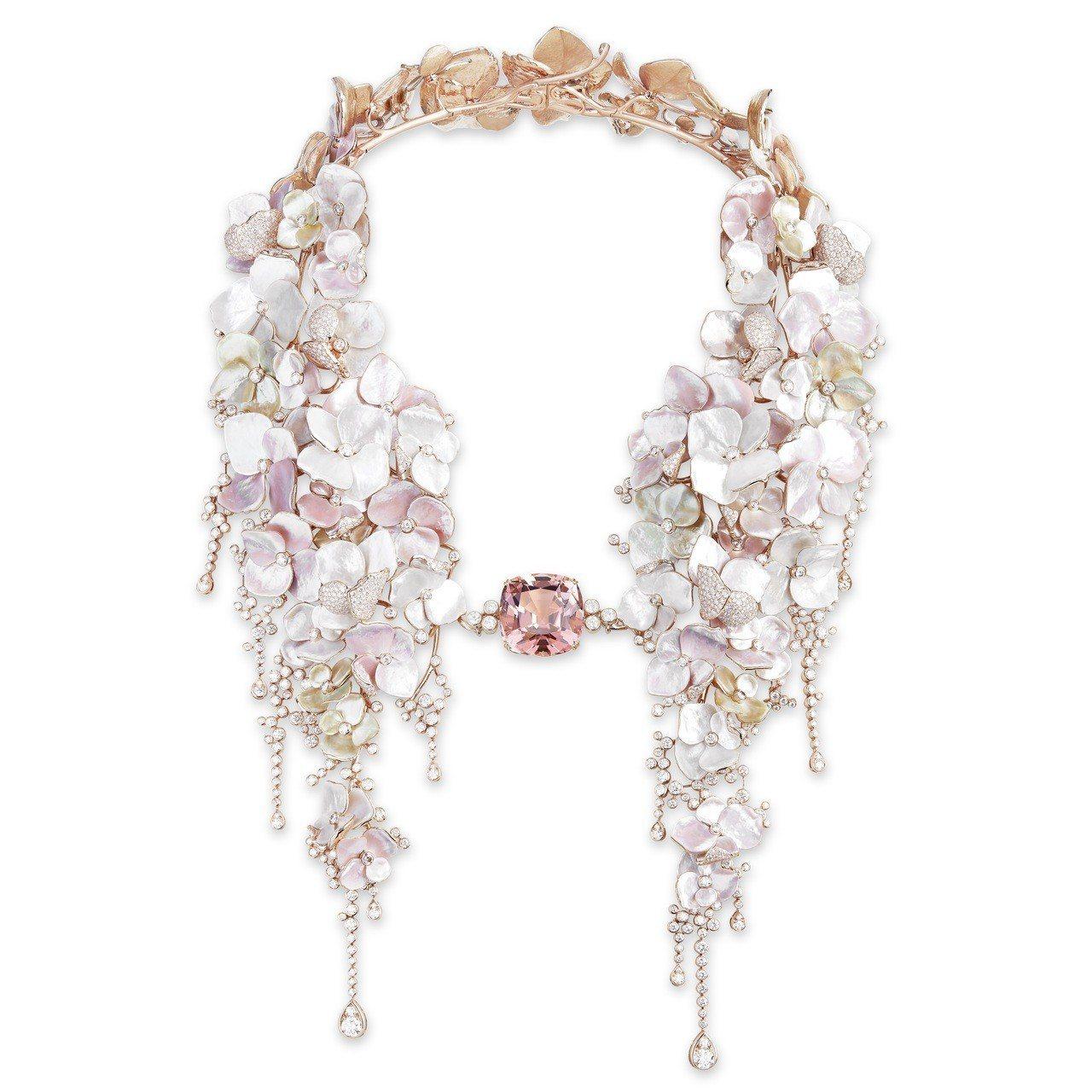 「花雲」項鍊,玫瑰金鑲嵌42.96克拉粉紅色碧璽主石、鑽石、珍珠母貝,約3,70...