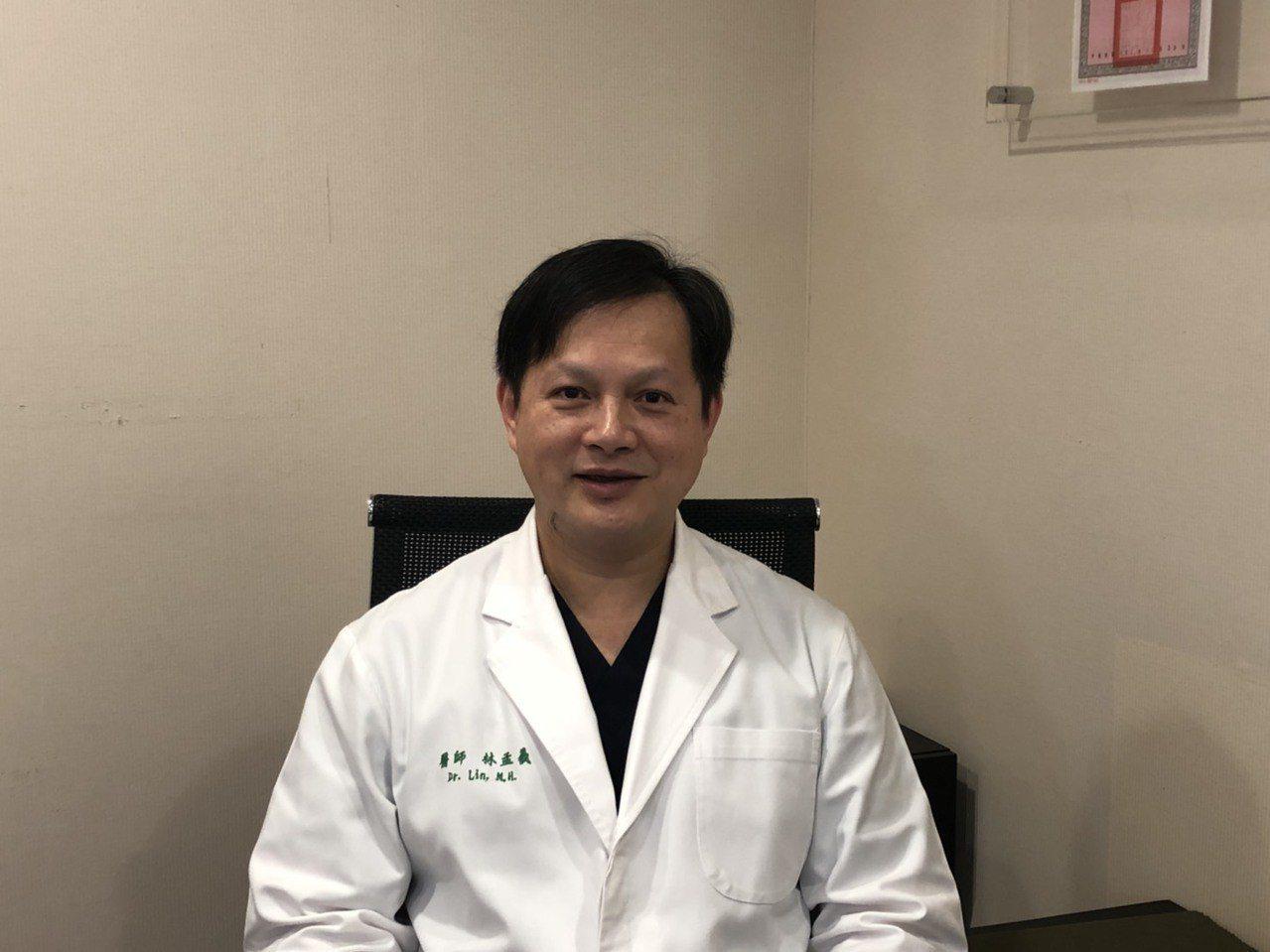 雅丰麗緻整形外科醫師林孟羲表示,以微波熱能破壞腋下汗腺治療多汗問題,不用開刀就能...