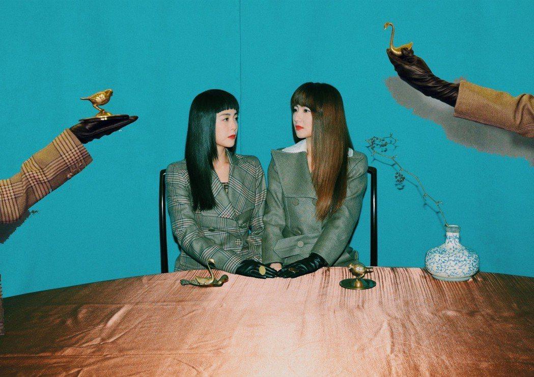 Selina(右)與任容萱姊妹合體受訪。圖/MilkX提供