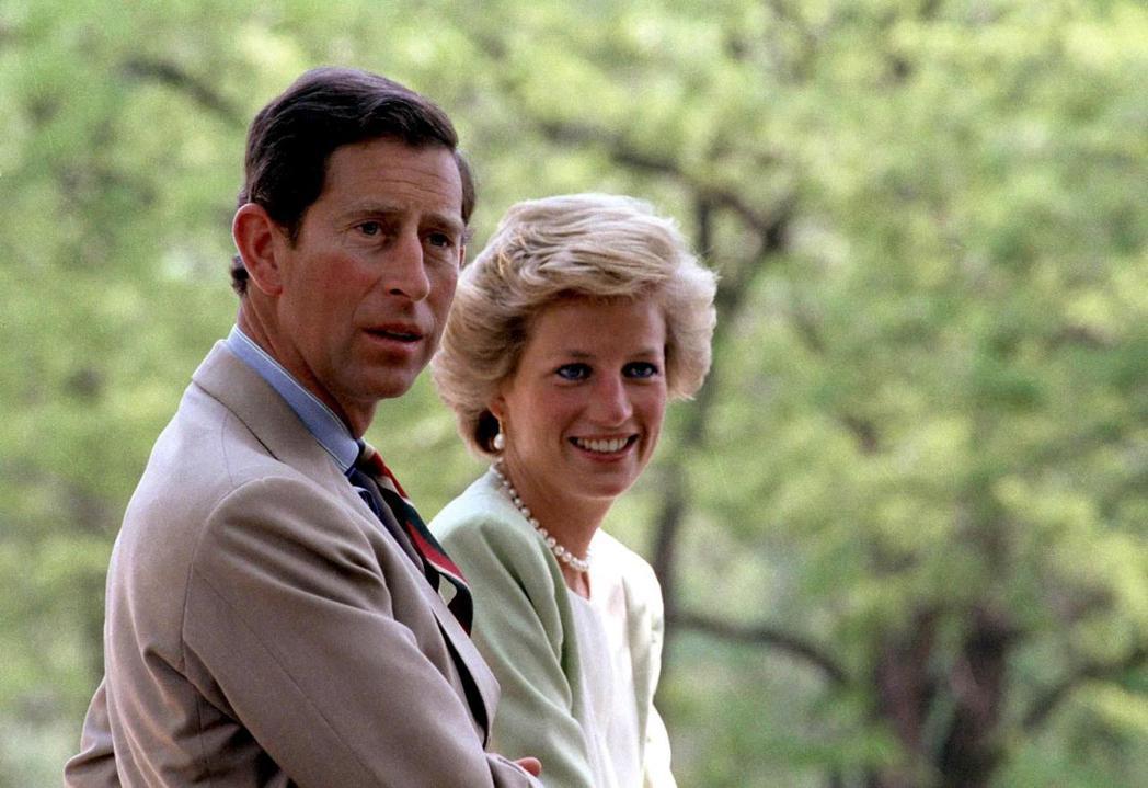黛安娜是英國皇室永遠的時尚女王,始終比查爾斯王子受歡迎。圖/路透資料照片