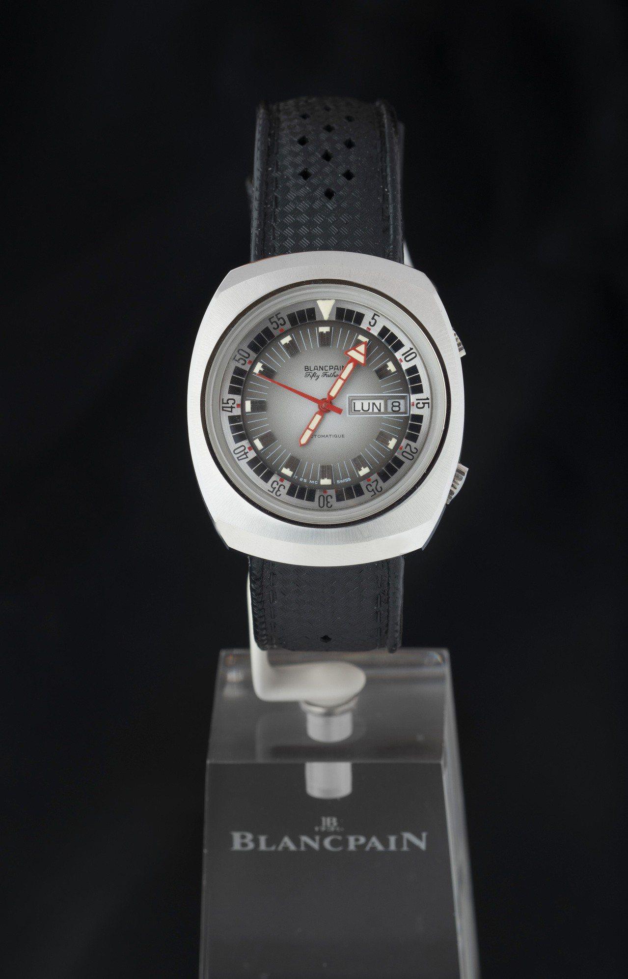 現場亦會展出七〇年代五十噚腕表,帶有復古的鮑魚形表殼、二點鐘方向表冠為調節內層表...