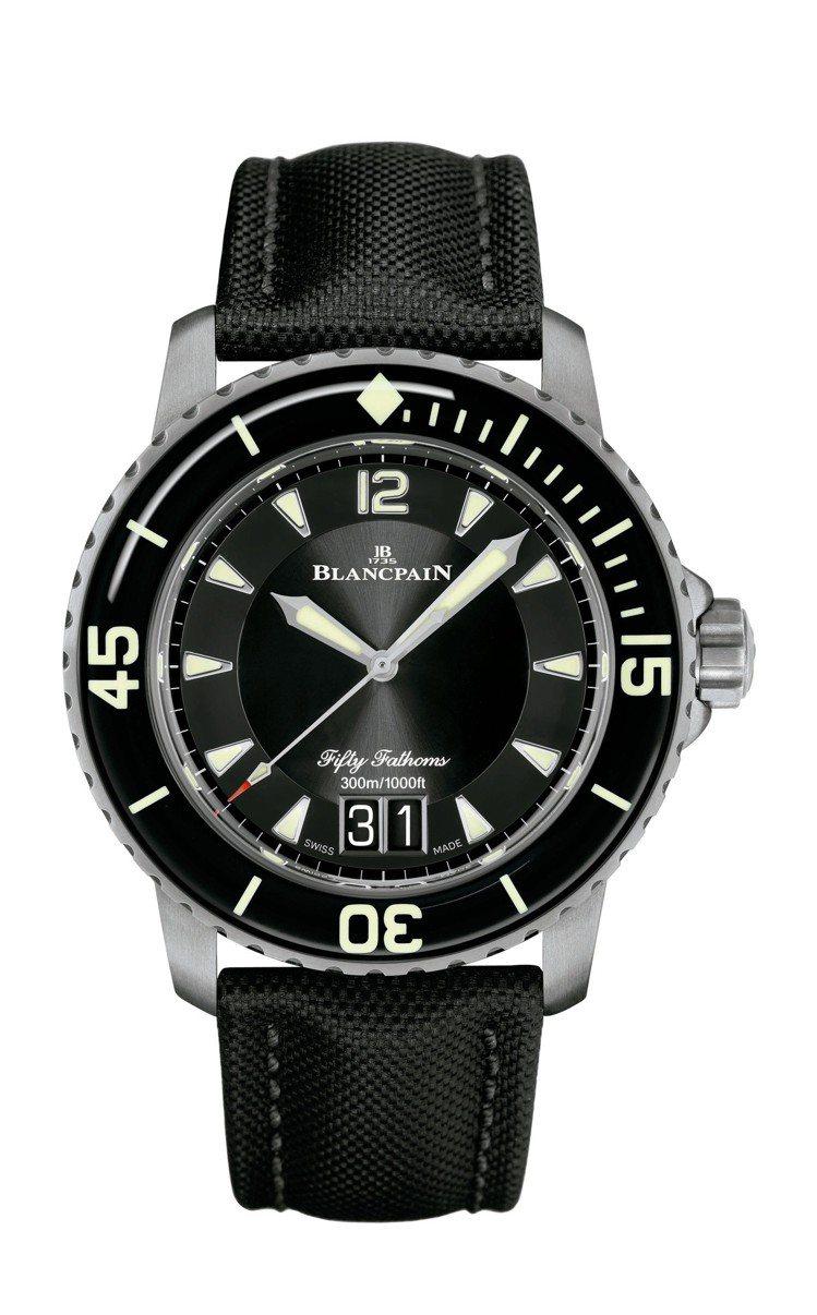 Blancpain五十噚大日期腕表,鈦金屬表殼搭配單向旋轉藍寶石水晶表圈,約55...