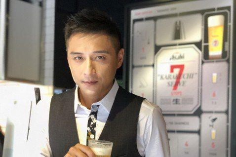 台灣影視圈有多種不同類型的男演員,有的是俊美小鮮肉,有的是健美猛男,但因「醉生夢死」、「角頭2:王者再起」2度拿下台北電影獎的鄭人碩,卻被稱為「台灣最有荷爾蒙的男演員」,充滿台式的Man味,男性、女...