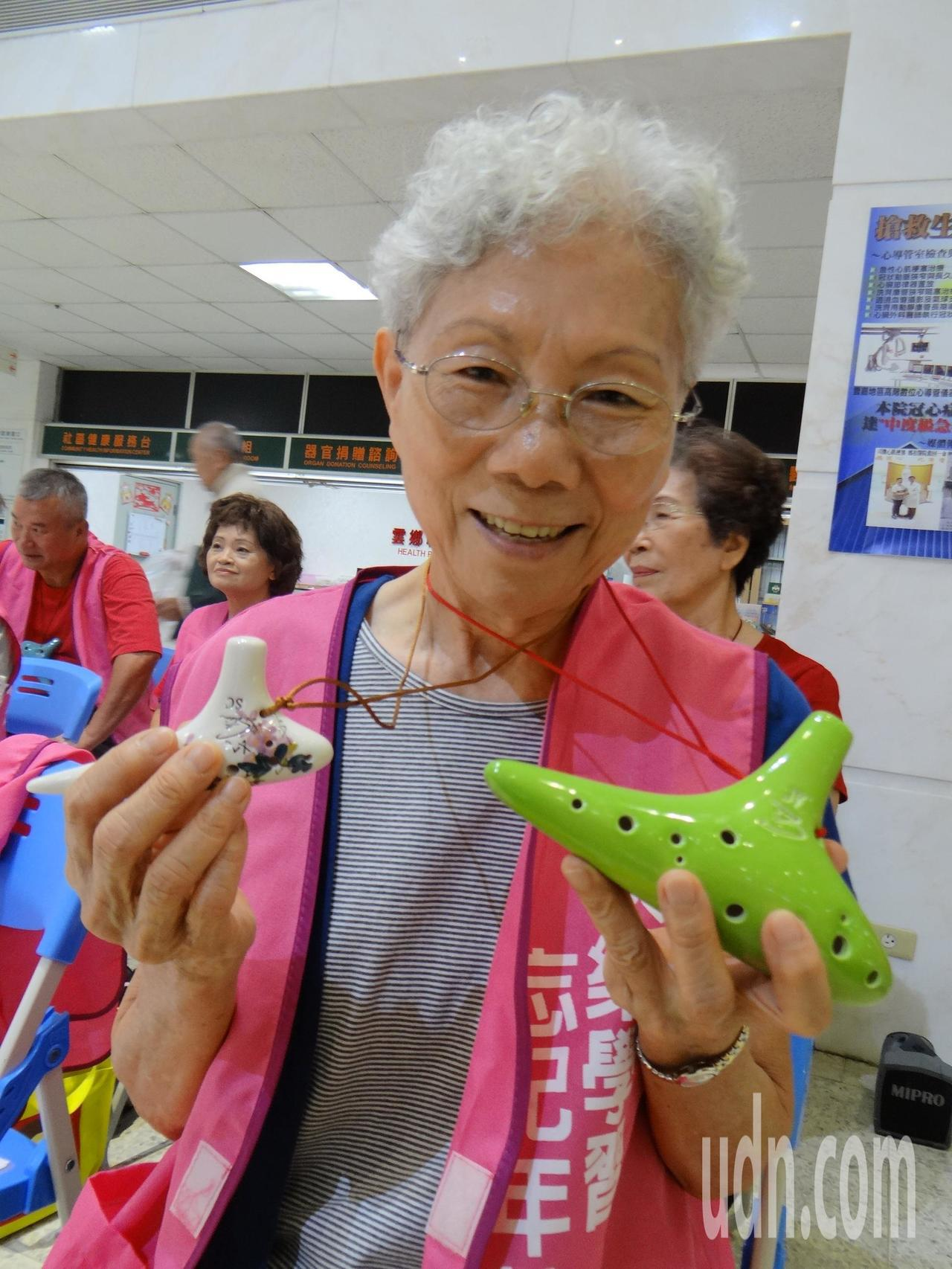 77歲的李金釵年老來參加樂齡音樂班,投入音樂世界,發現陶笛是老人最好的生活伙伴。...