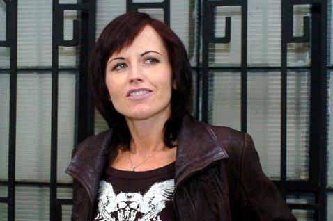 曾紅極一時的「小紅莓」合唱團主唱桃樂絲今年1月15日在倫敦驚傳猝逝,享年46歲,消息傳出後並沒有公布確切的死因,歌迷雖感哀痛,心中的問號仍未得到解答。而今BBC報導,桃樂絲的驗屍報告出爐,她在倫敦的...