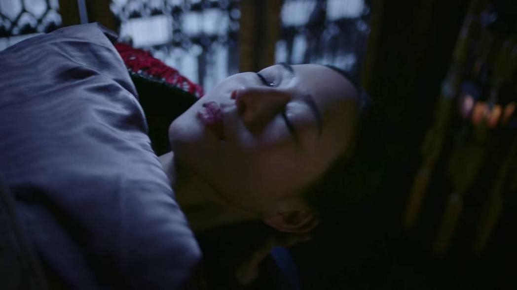 張鈞甯侍寢卻因妊娠紋被退貨。圖/截圖自愛奇藝台灣站