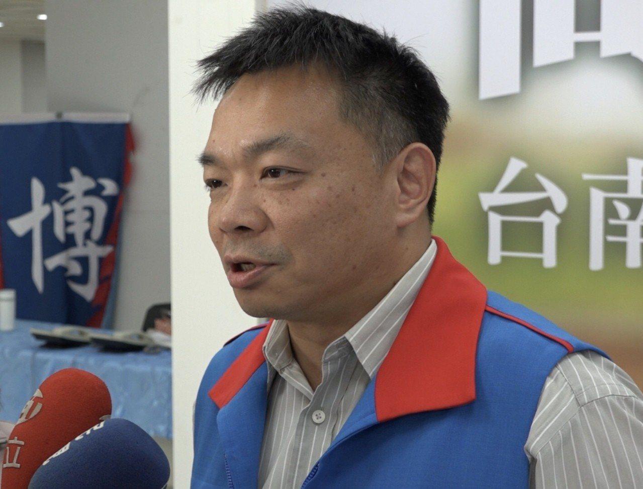 國民黨提名台南市長參選人高思博今天說明對最新民調看法。 圖/高團隊提供