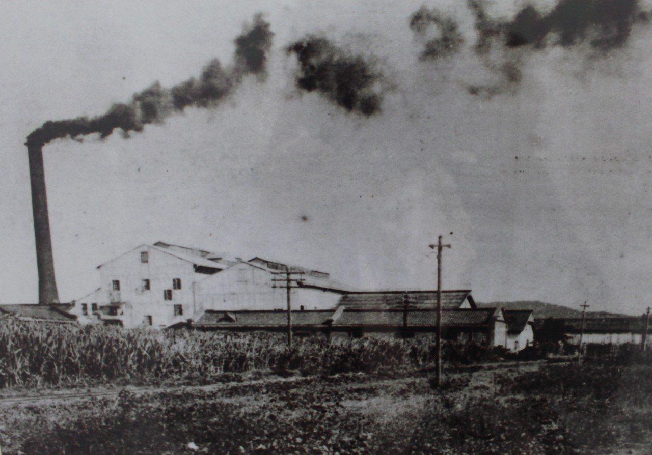 1916年的帝國製糖株式會社新竹工廠,今為巨城現址。記者張雅婷/翻攝「記憶中的新...