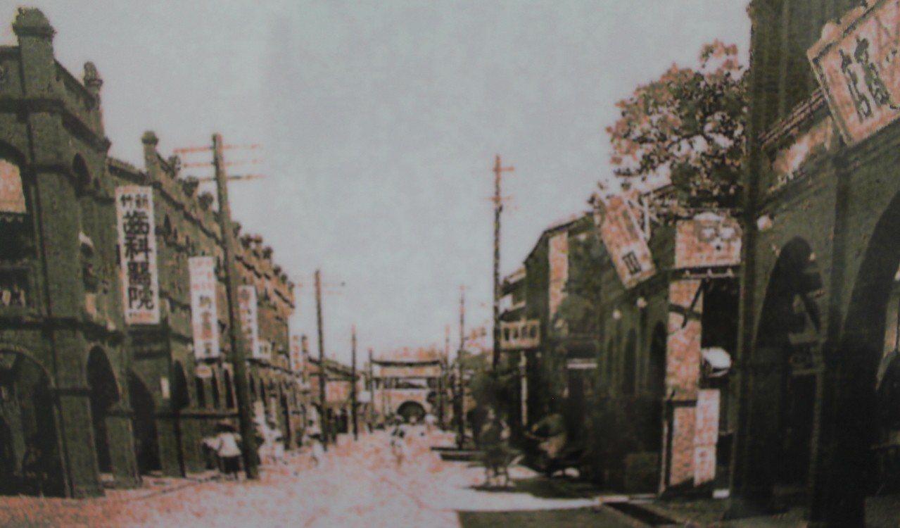 20世紀初的新竹街景。記者張雅婷/翻攝「記憶中的新竹」展覽