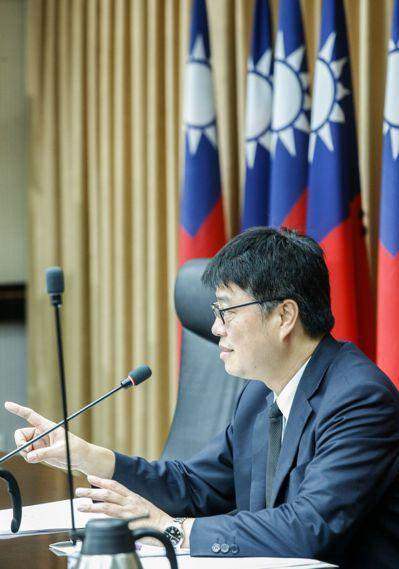 陸委會昨在「壯大台灣八大策略」報告中,指大陸藉「惠台」措施弱化我政府公權力,圖為...