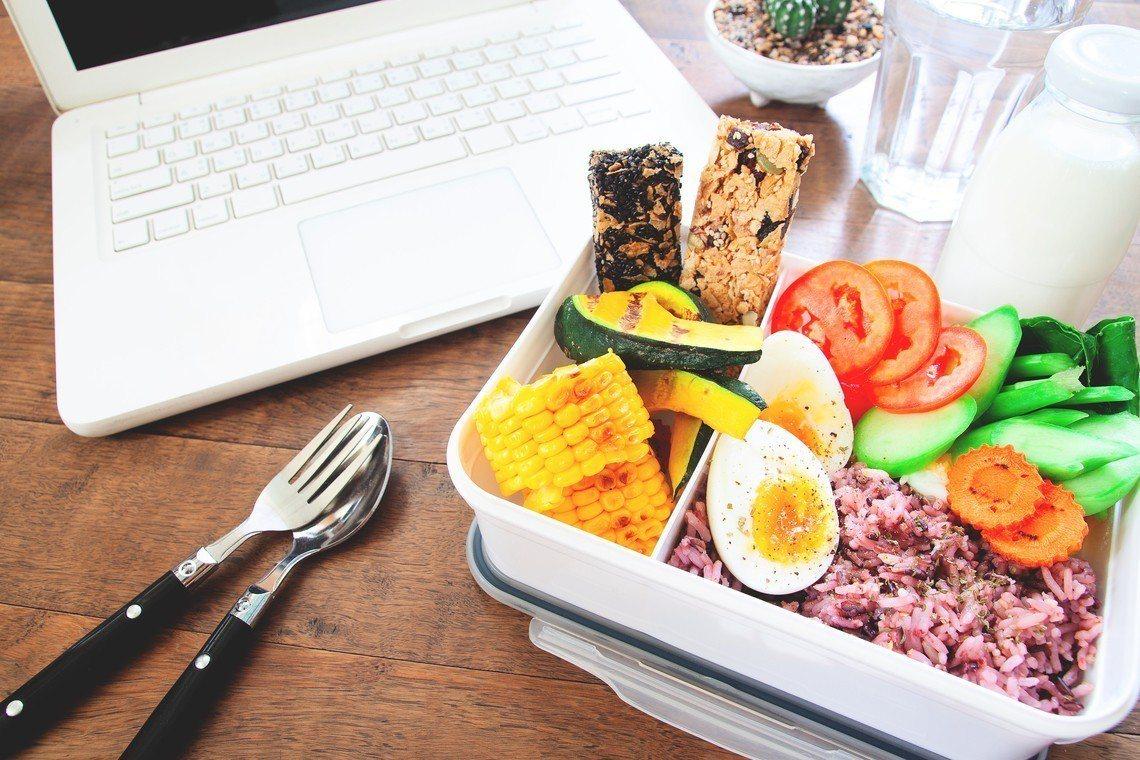 示意圖。有女網友抱怨,公司同事過度關心她的食量和午餐,讓她不堪其擾。圖/ingi...