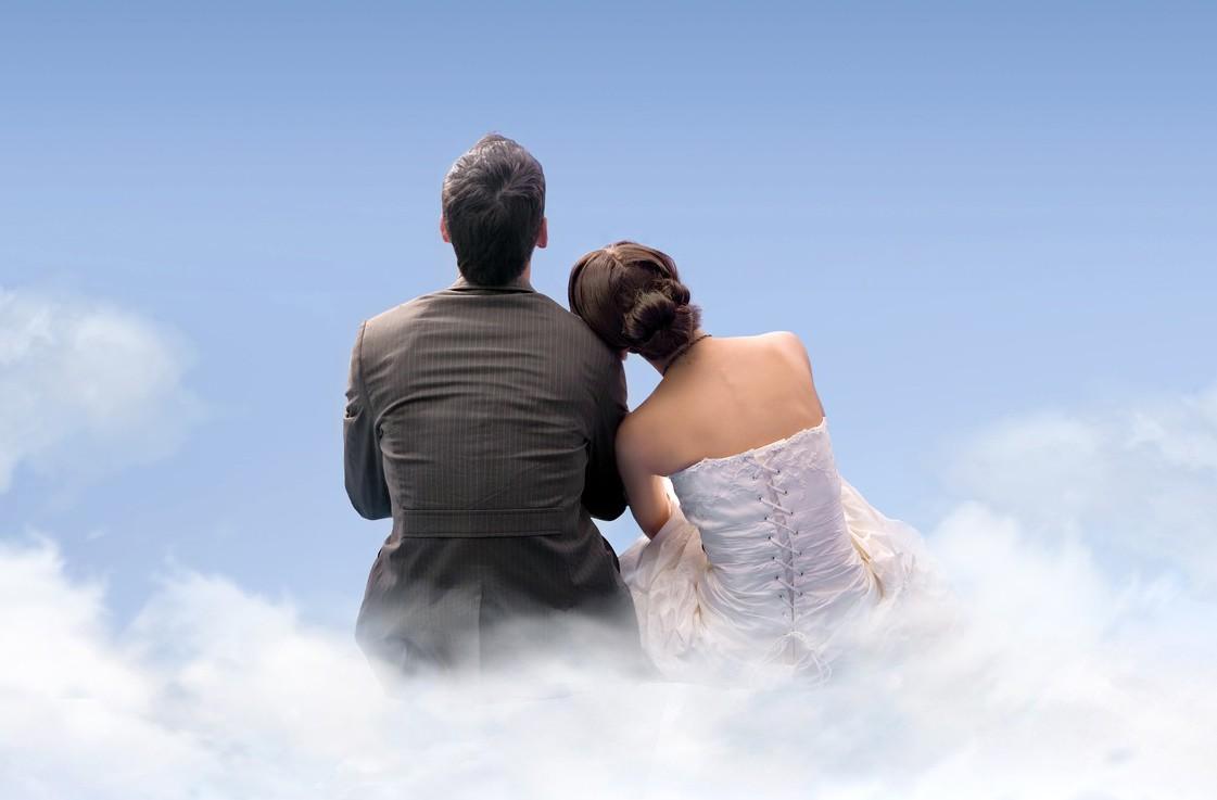 網友在論壇上發文,好友想跟女友求婚,但女友說結婚前提是要有一棟房子還要沒有貸款才...