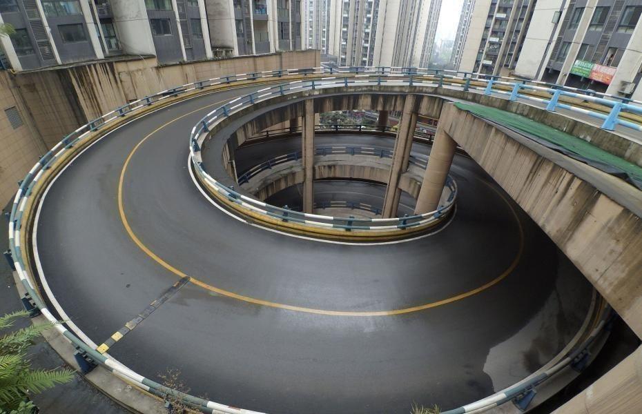 中國重慶某社區公路被號稱「8D魔幻旋轉公路」 圖片來源/chinanews