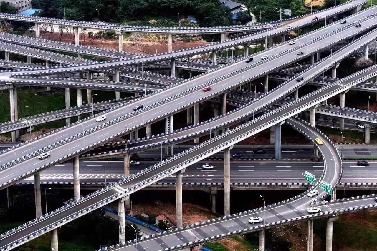 黃桷灣立交複雜路線規劃讓許多開車的人吃不消 圖片來源/搜狐