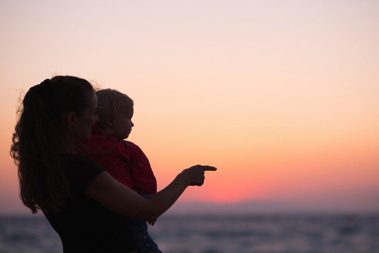 路人的「建議」,有時對家長是一種壓力。 圖/ingimage