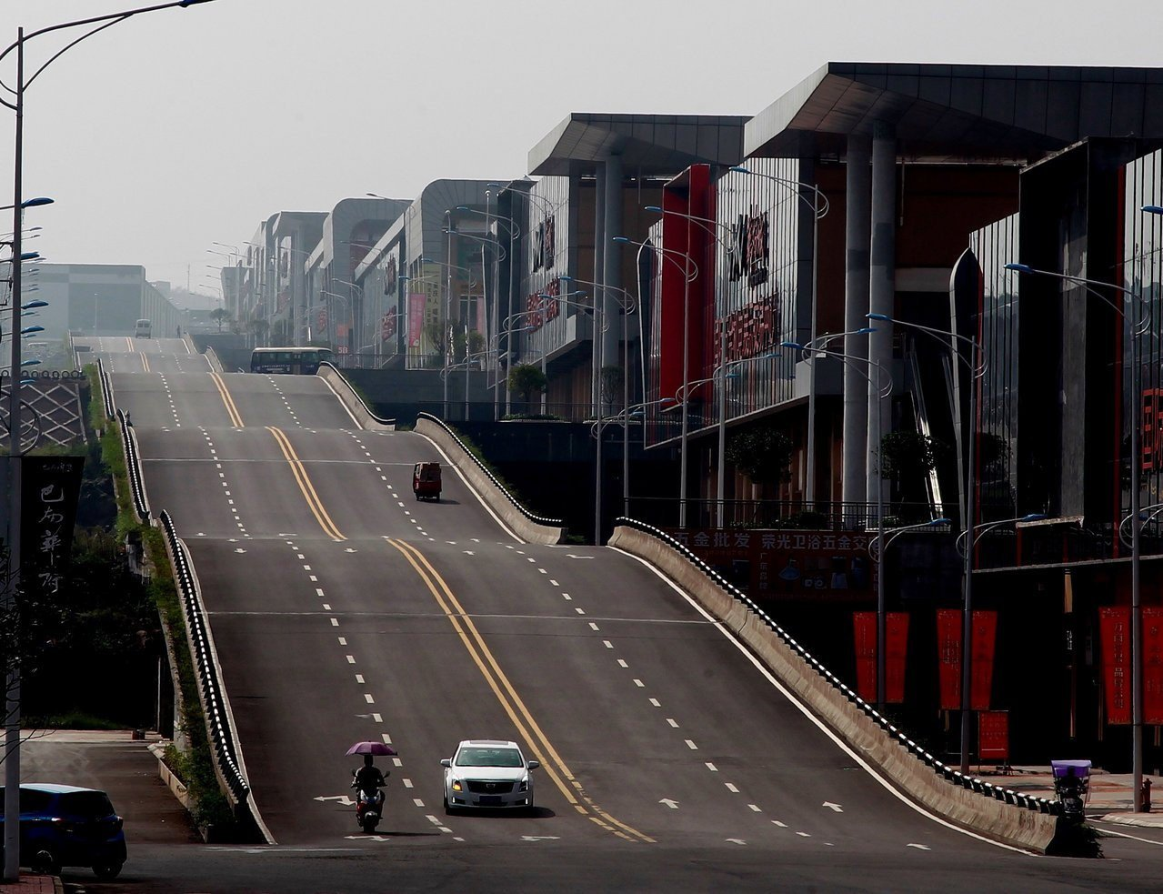 重慶波浪形公路讓許多網友蔚為奇觀 圖片來源/路透社