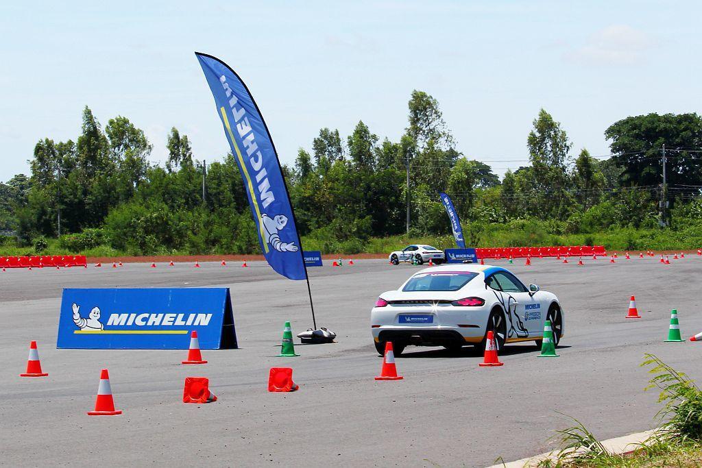 米其林輪胎規劃的單圈計時趣味競賽,採用兩輛中置引擎保時捷(Porsche)718 Boxster,在既定路線中盡量跑出最快成績,並體驗米其林Pilot Sport 4 S胎款的抓地性能。 記者張振群/攝影